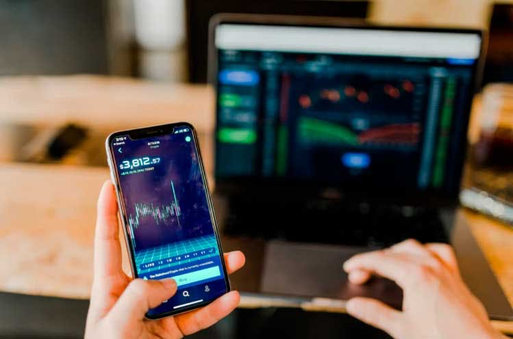 Computador ou Smartphone: qual a melhor opção para operar day trade