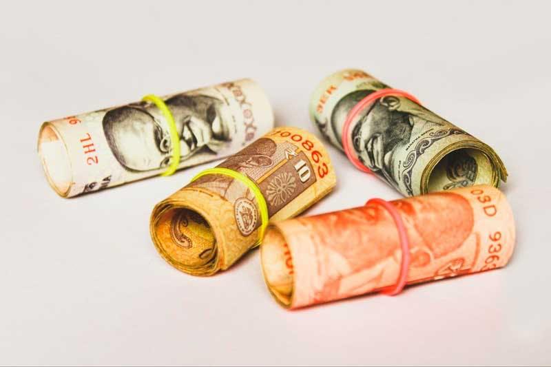 É preciso depositar seu dinheiro em uma conta junto a uma corretora para comprar ações