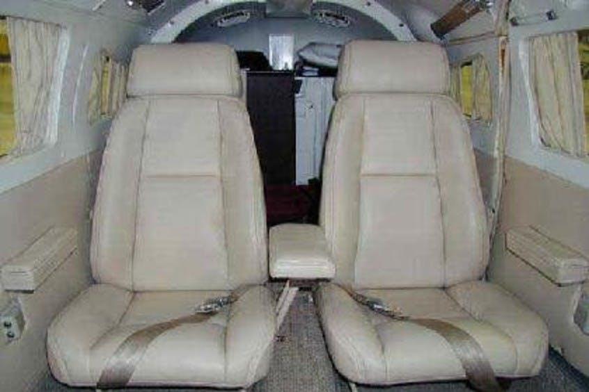 Piper-PA34-Seneca-PrivateFly-AA1009