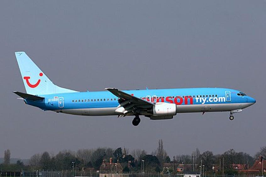 Boeing-737-800-PrivateFly-AA1673