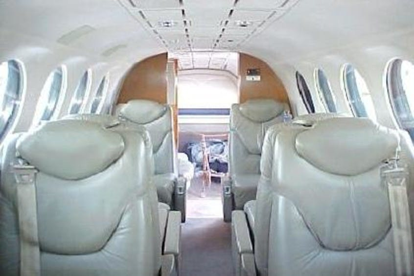 Beech-BE350-KingAir-PrivateFly-AA1098