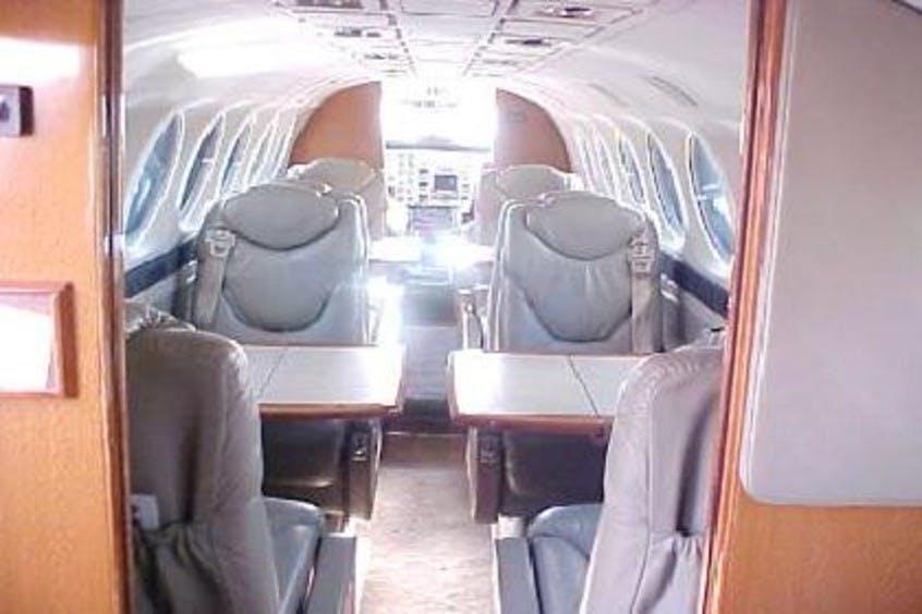 Beech-BE350-KingAir-PrivateFly-AA1054