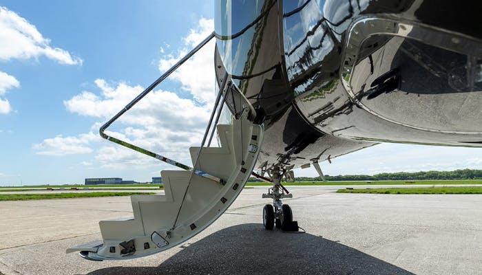 Legacy 500 aircraft steps