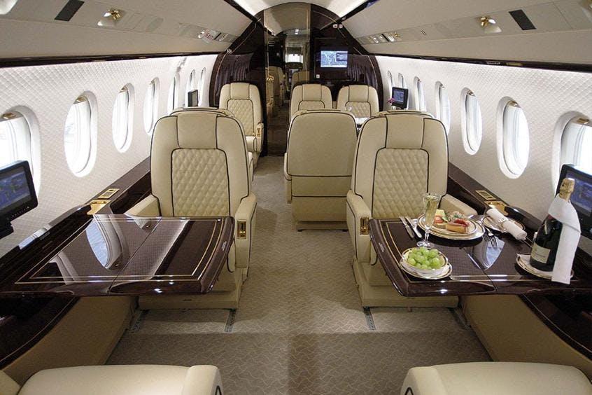Falcon-2000LX-PrivateFly-AA9714