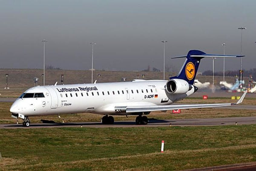 Canadair-Regional-Jet-CRJ700-PrivateFly-AA1453
