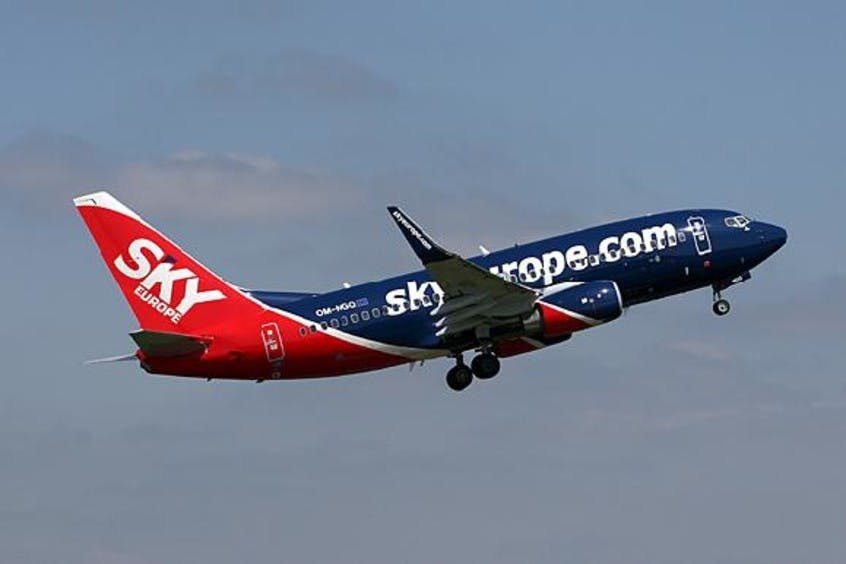 Boeing-737-700-PrivateFly-AA1618