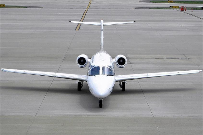 Hawker-400XP-PrivateFly-AB1090