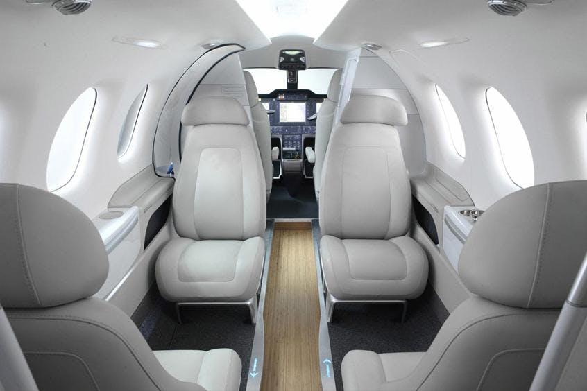 Embraer-Phenom-100-PrivateFly-AB1000
