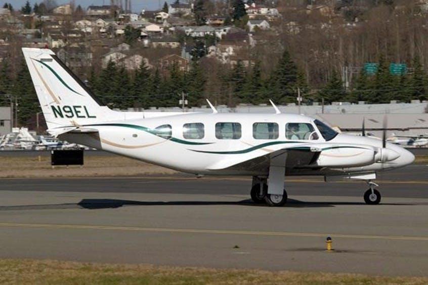 Piper-PA31-Navajo-PrivateFly-AA1052