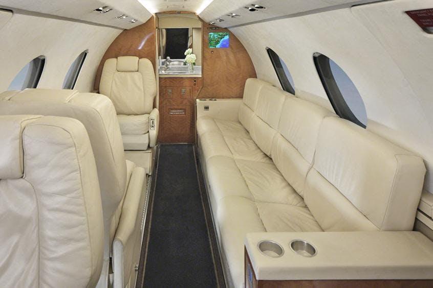 Falcon-20-200-PrivateFly-AA9870