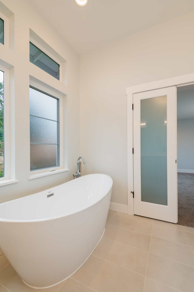 South Rose Hill New Home Construction – Free-standing soaker tub