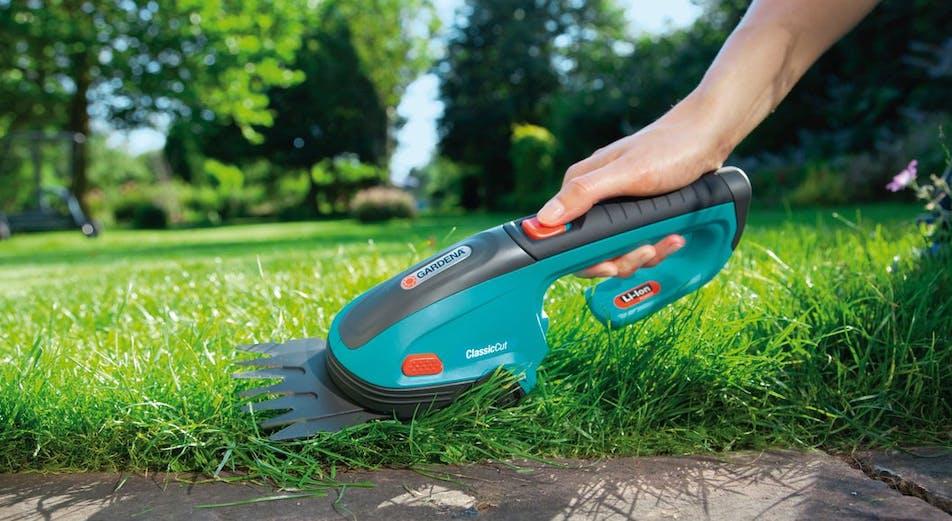 Guide: 9 maskiner, verktyg och redskap som hjälper dig sköta gräsmattan