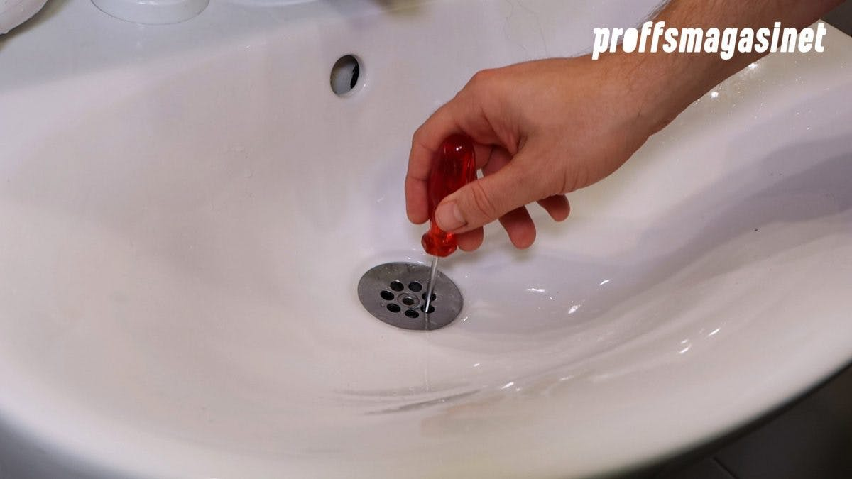 Använt någonting långt och smalt för att rengöra silen.