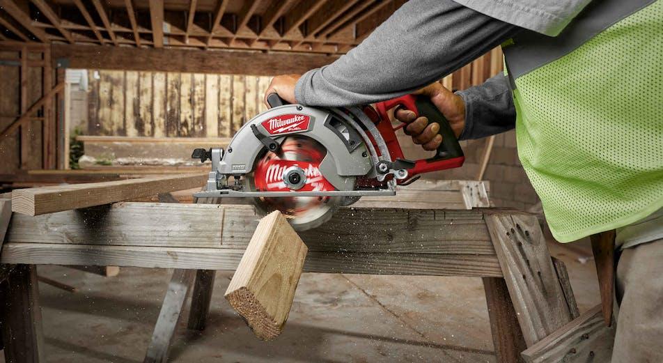 Ny battericirkelsåg för trä från Milwaukee