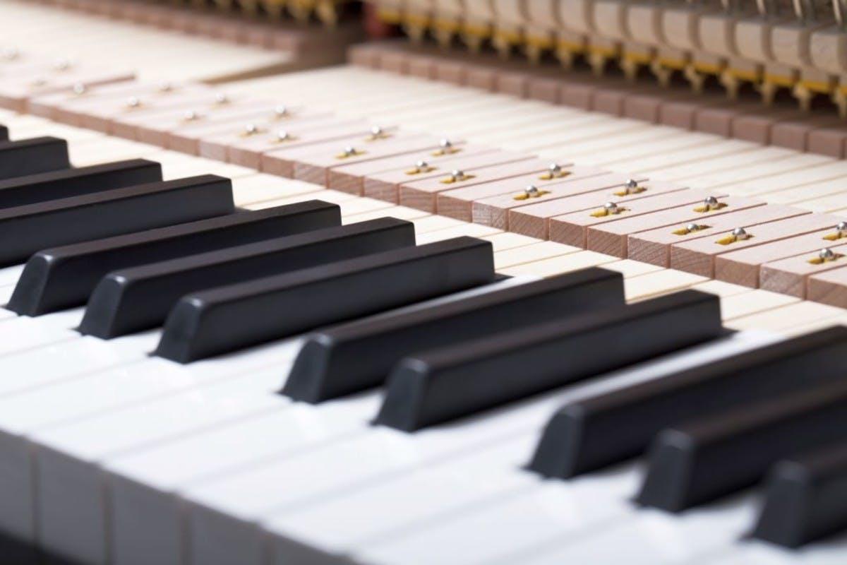 Feurich 115 Premiere rechte piano