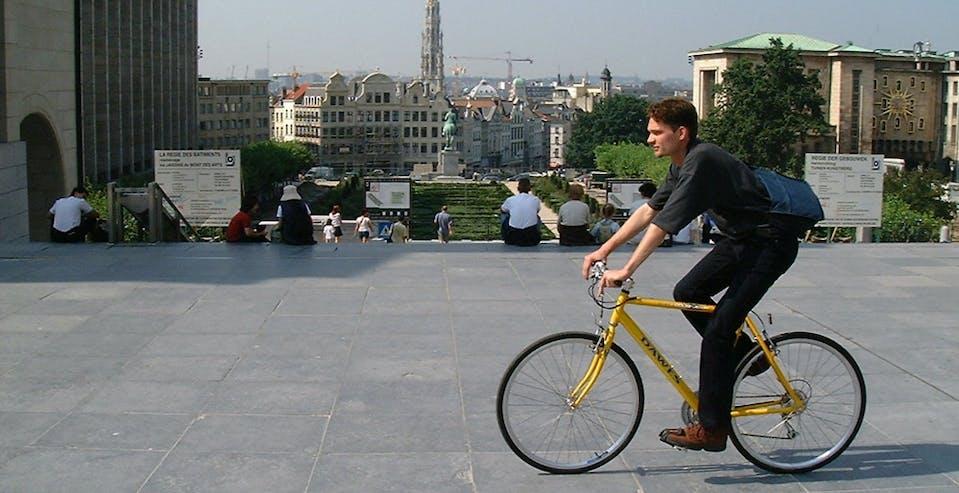 Un cycliste à Bruxelles
