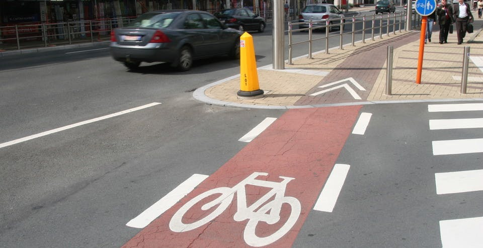 pro_velo_bike_bicycle_traffic_positioning_rules_advice