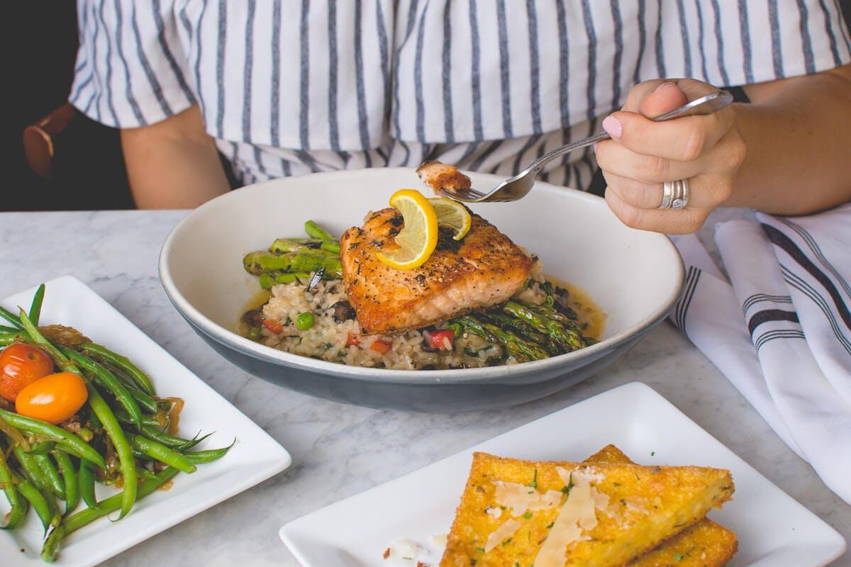 Fisch und Gemüse als Low-Carb Ernährung