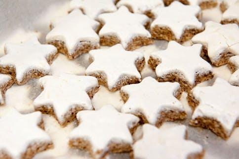 Zimtsterne als Weihnachtsbäckerei