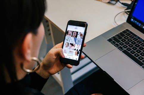 Mit Digital Detox gegen die Handy-Sucht