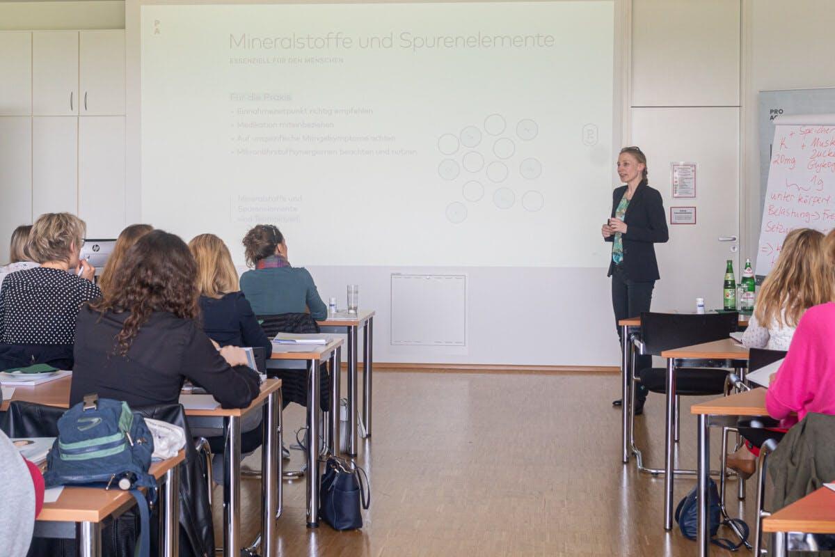 Teilnehmer des Lehrgangs 2019 und Aleksandra Schwarzrock-Fabian