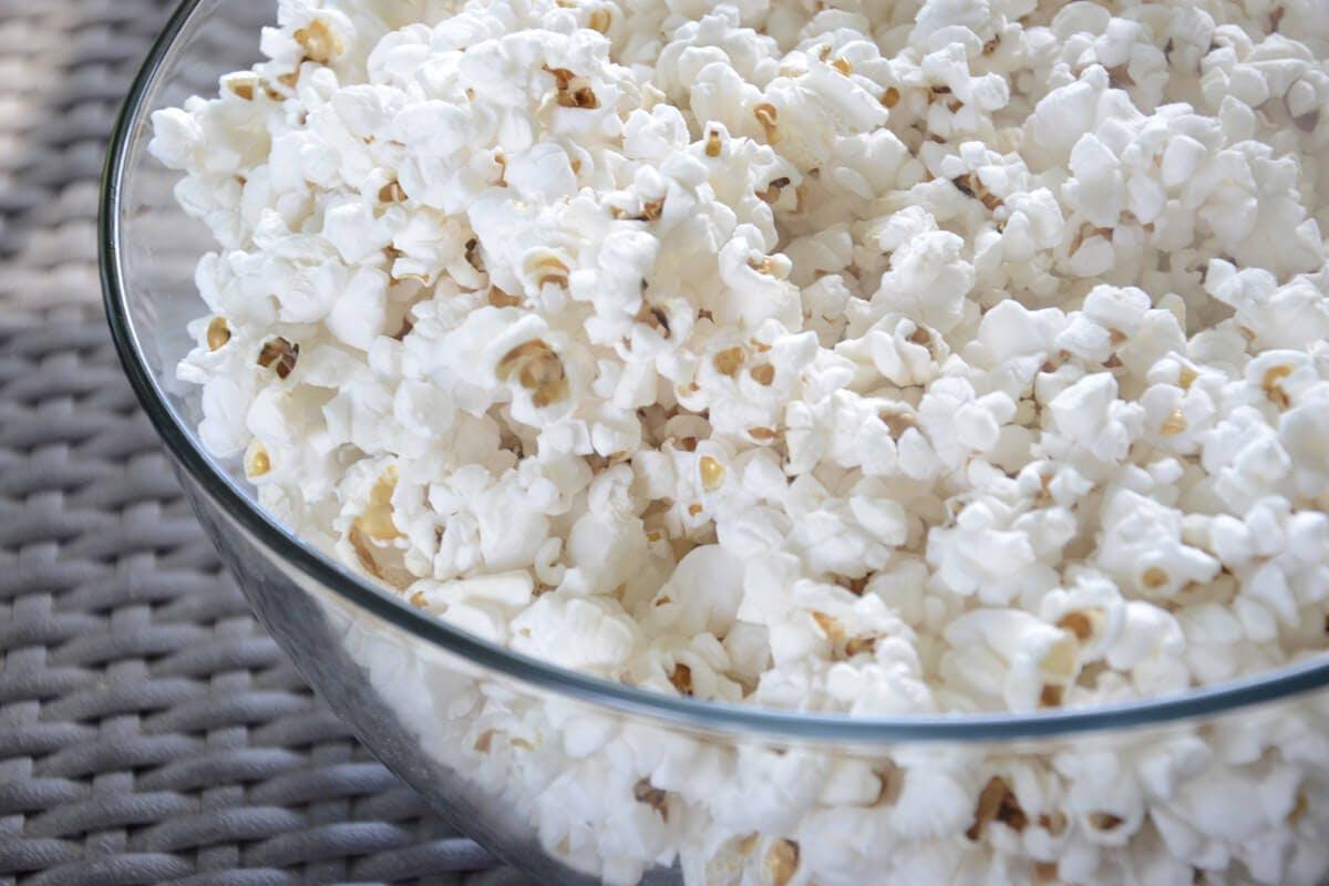 Popcorn für den Filmabend mit der Familie
