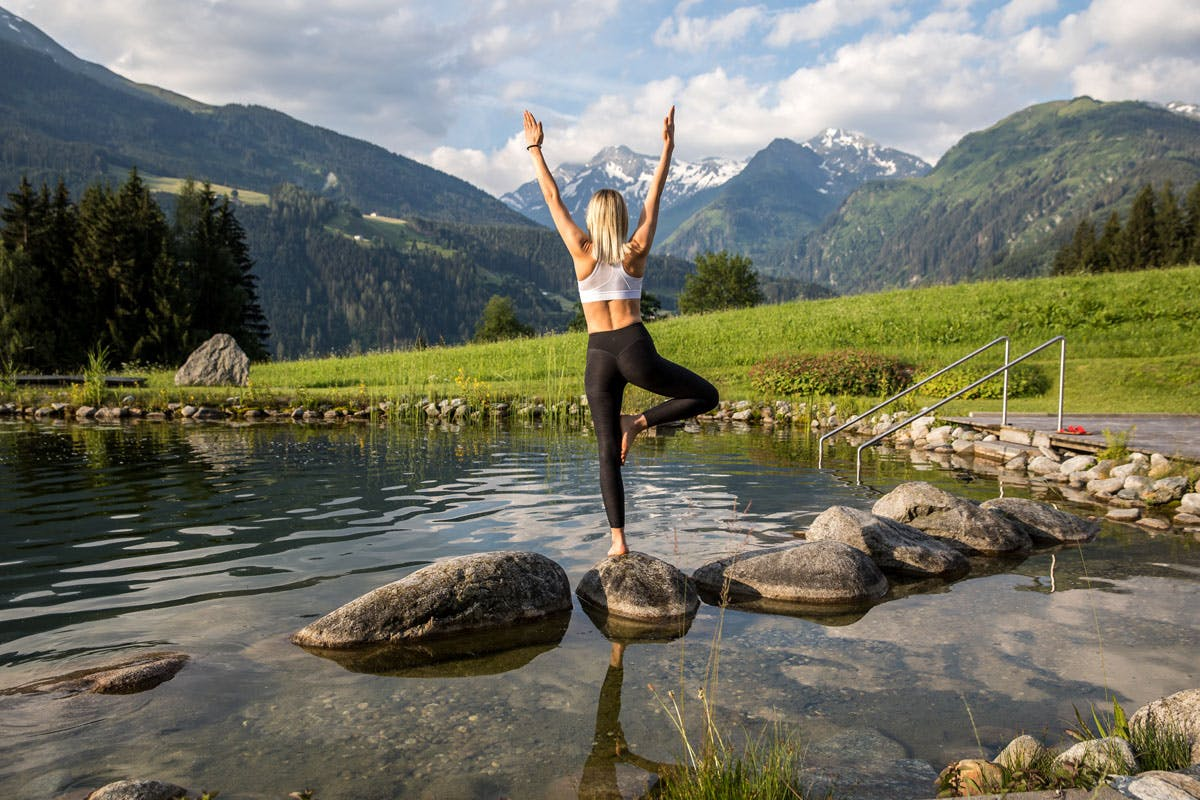 Yoga und Bergpanorama am Pure Blogger Event