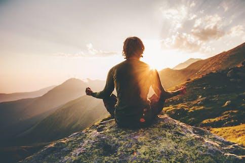 Bewegung in der Natur kann bei Stress hilfreich sein.