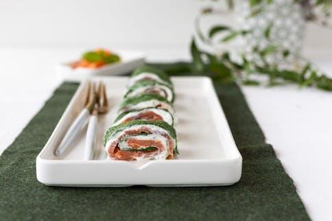 Diese Spinat-Lachs-Wraps enthalten wertvolle Mirkonährstoffe.