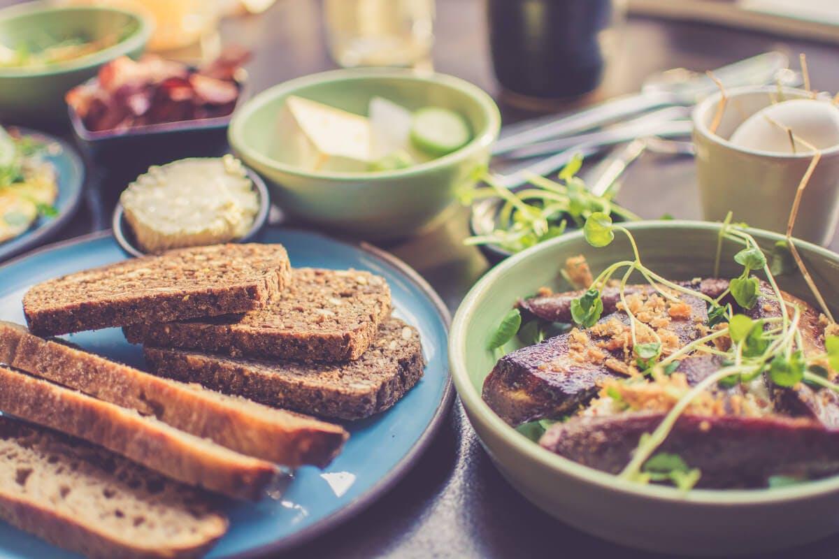 Reich an Vitamin B: Vollkornprodukte, Fleisch- und Milchprodukte, Gemüse