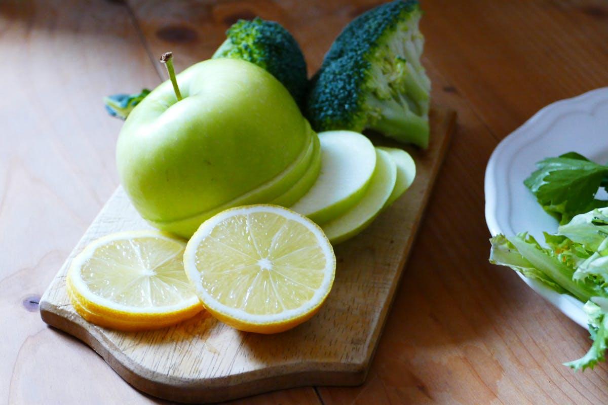 DIe Zutaten sind basenbildendes Obst und Gemüse