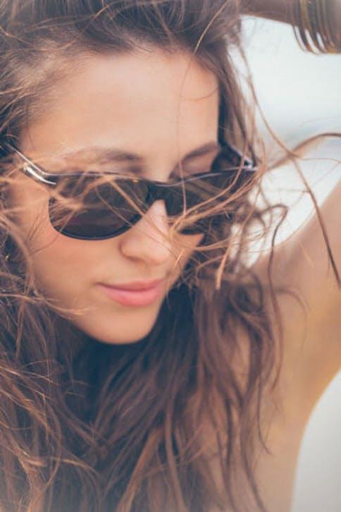 Die richtige Hautpflege im Sommer ist wichtig, um die Haut vor Schäden zu bewahren.
