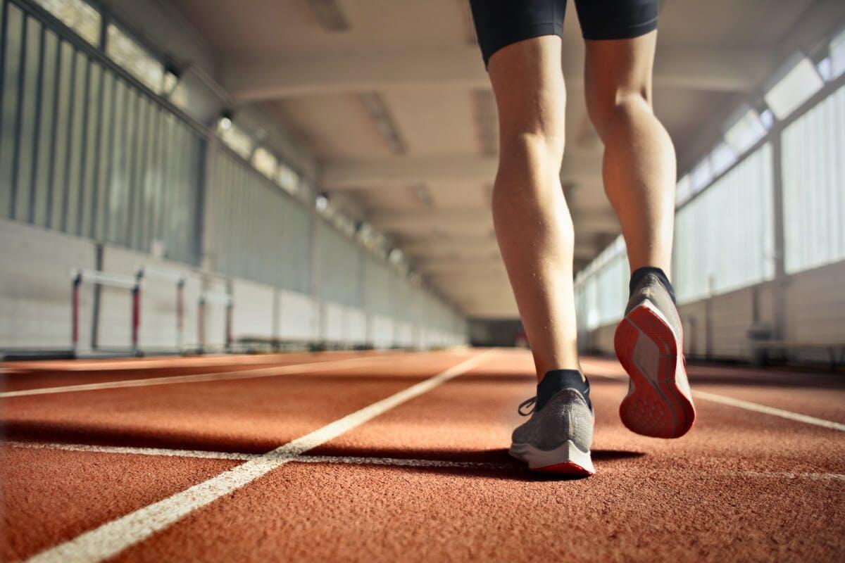 Muskelkater: Entstehung bei Sport mit häufigen Stopp- und Antrittsbewegungen