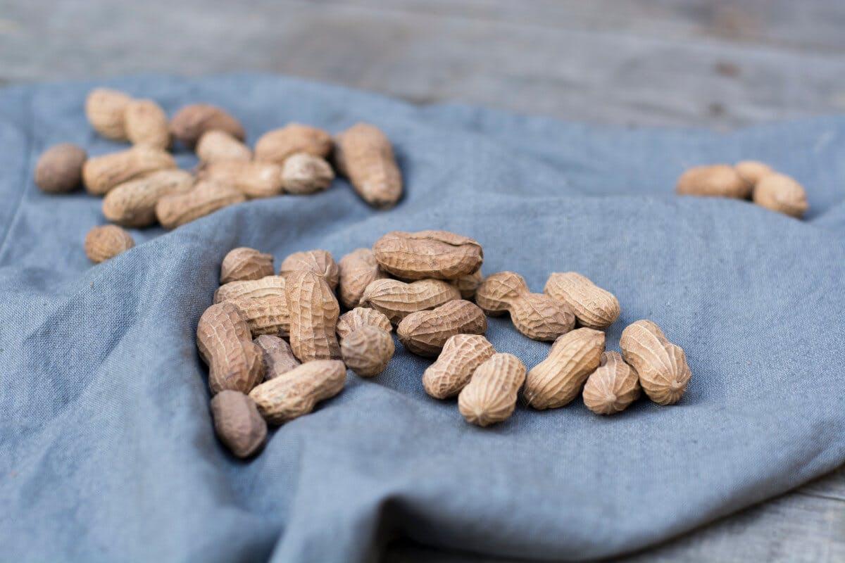 Reich an Vitamin B: (Erd-)Nüsse und Hülsenfrüchte