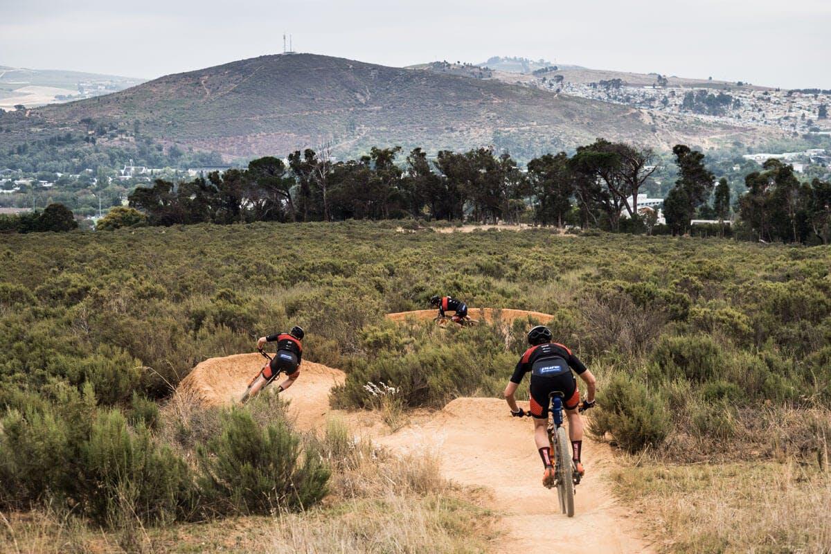 Mountainbike-Fahrer auf der Strecke