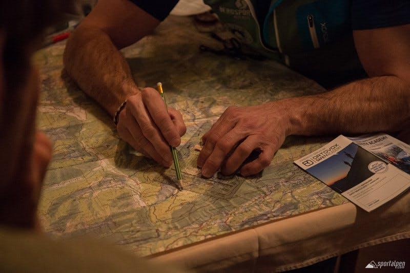Die Planung der Route gehört auch zur Skitour dazu.