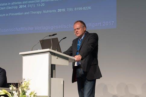 """Intensivseminar """"Nährstoffberatung"""" mit Uwe Gröber"""