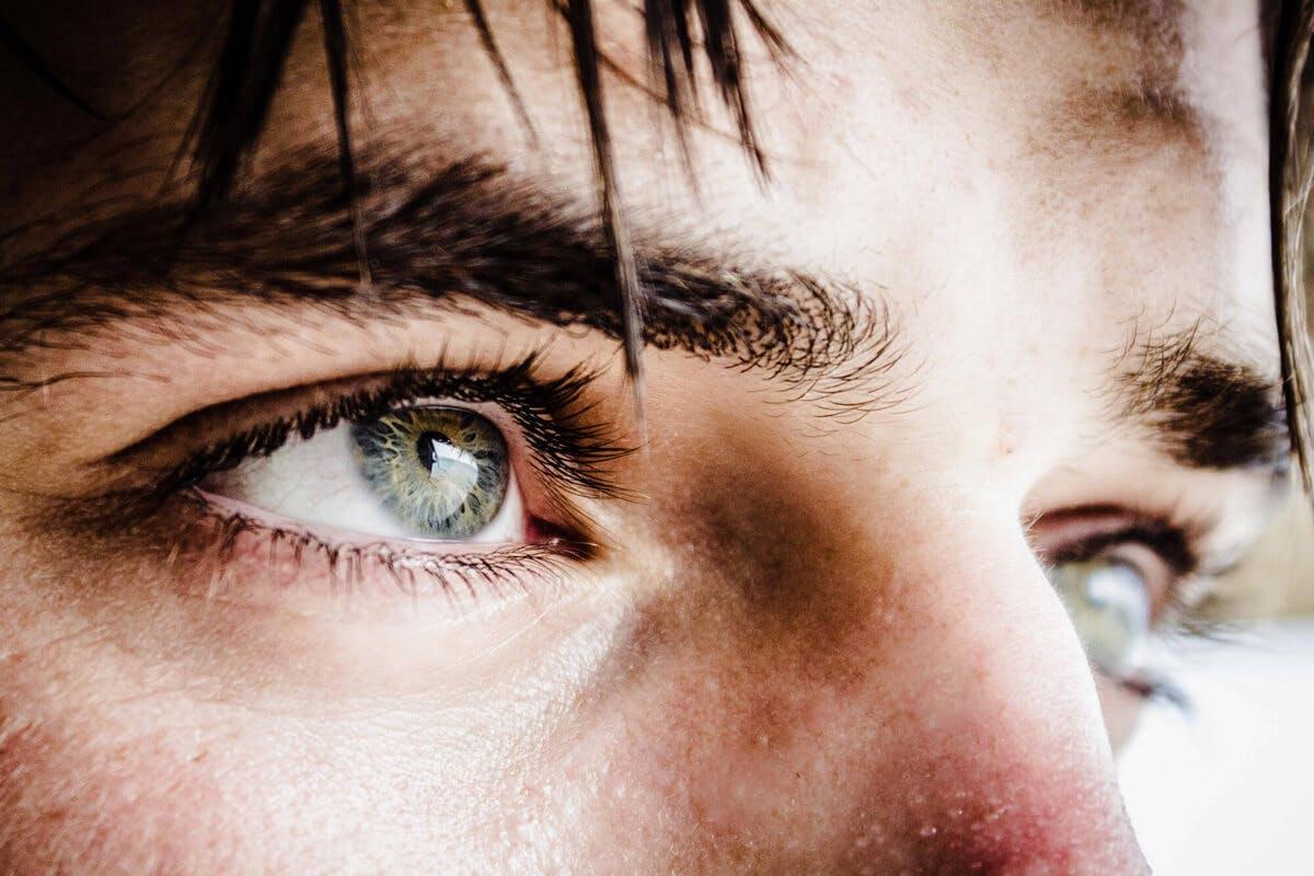 Um gestresste Augen zu entspannen gibt es gezielte Übungen