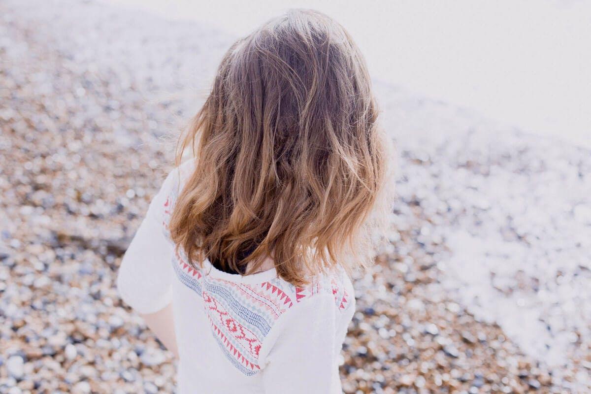 Haut und Haare müssen in der Sonne geschützt werden, um Schäden durch UV-Strahlen zu vermeiden