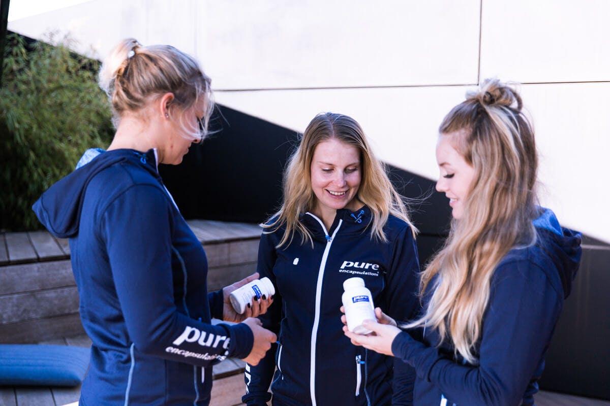 Drei Pure Athletinnen sprechen über Pure Produkte.