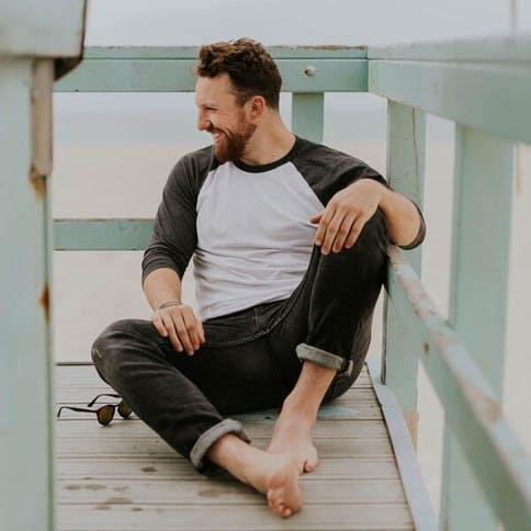 Haarpflege für den Mann ist längst kein Tabuthema mehr - denn auch das starke Geschlecht ist nicht vor trockenem Haar gefeiht.