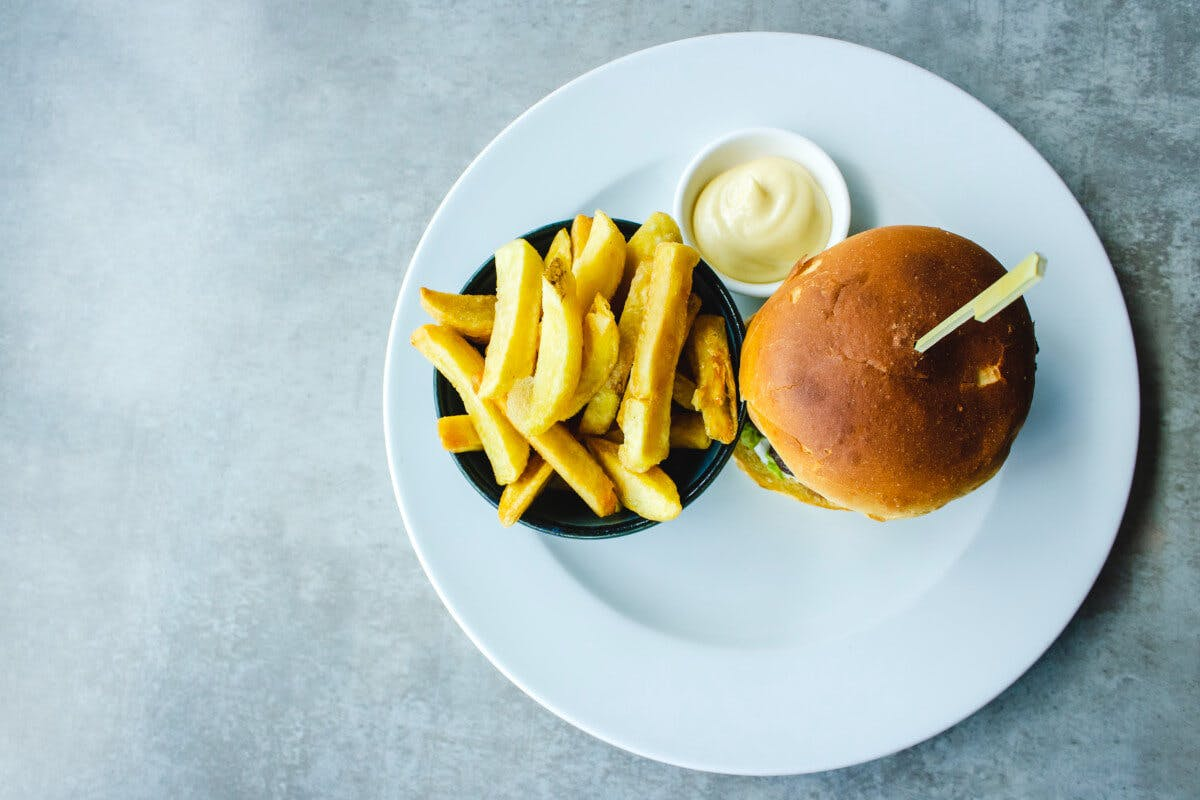 Cholesterin und Fettstoffwechsel: Ungesunde Fette in Fast Food tragen zu Fettstoffwechselstörungen bei