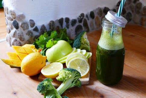 Der vitaminreiche Smoothie ist ideal für Zwischendruch.