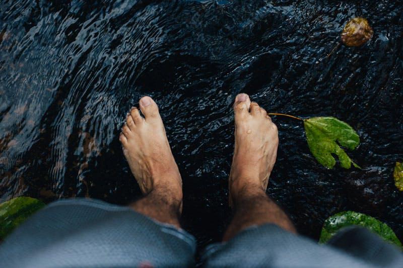 Zur Schönheitspflege gehört auch Nagelpflege für Männer - Tipps dazu gibt es am Healthy Life Blog.