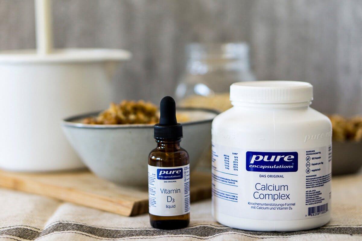 Bestimmte Mikronährstoffe sind besonders bedeutend für die Knochengesundheit, etwa der Mineralstoff Calcium und Vitamin D