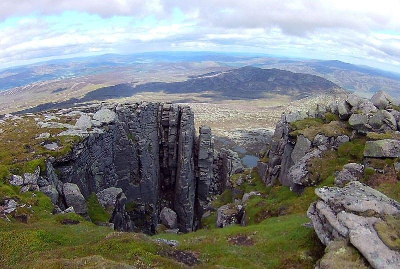 """Auch der """"kleine dreckige Berg"""" ist eine Etappe beim Trailrunning in Schottland Wert."""