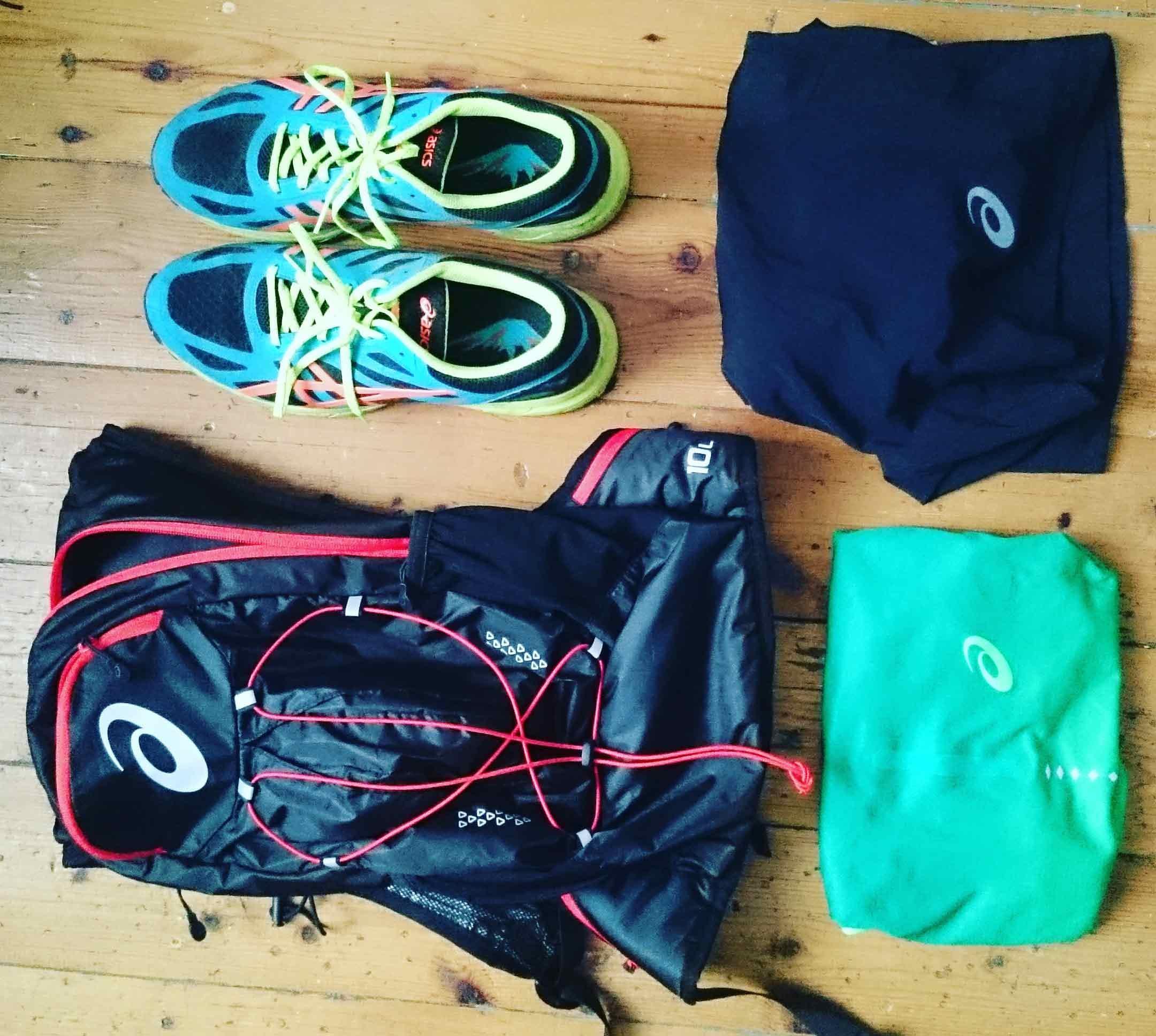 Die richtige Ausrüstung fürs Trailrunning sollte unbedingt im Gepäck sein.