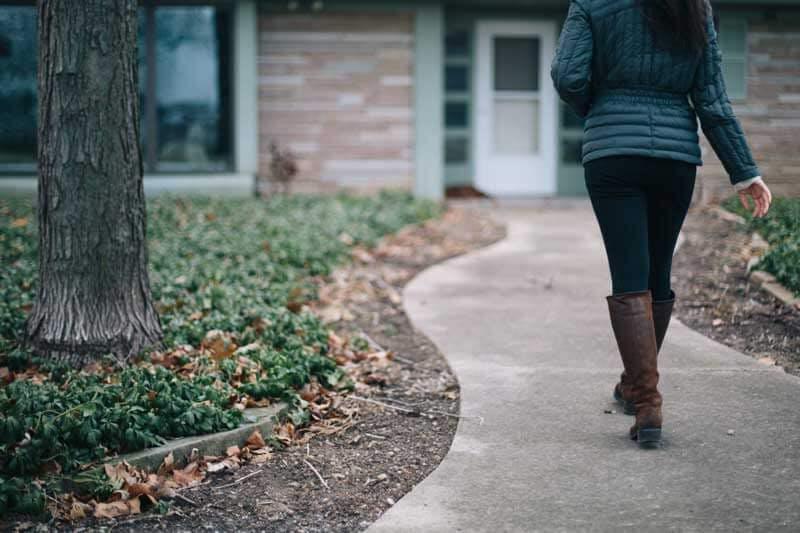 Die drei Grundpfeiler, um gegen Übergewicht anzukämpfen, sind gesunde Ernährung, ausreichend Bewegung und Zeit für das seelische Wohlbefinden.