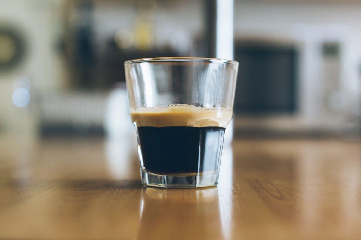 Der Powernap für zwischendurch mit Kaffee
