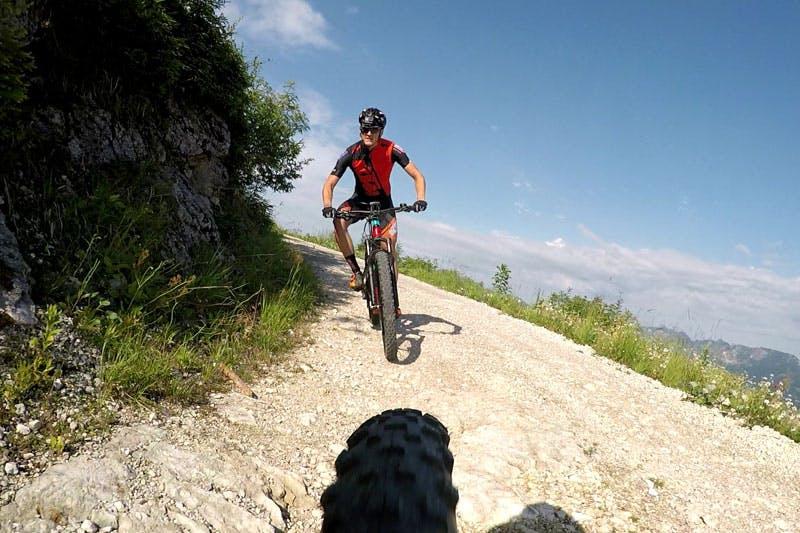 Bei der Salzkammergut Trophy führt es die Mountainbiker auf einer Distanz von 200 km über tausende Höhenmeter.